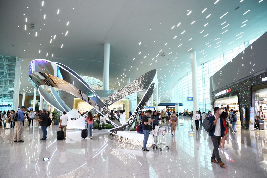 Artistically fulfilled the new Incheon Airport terminal South Korea