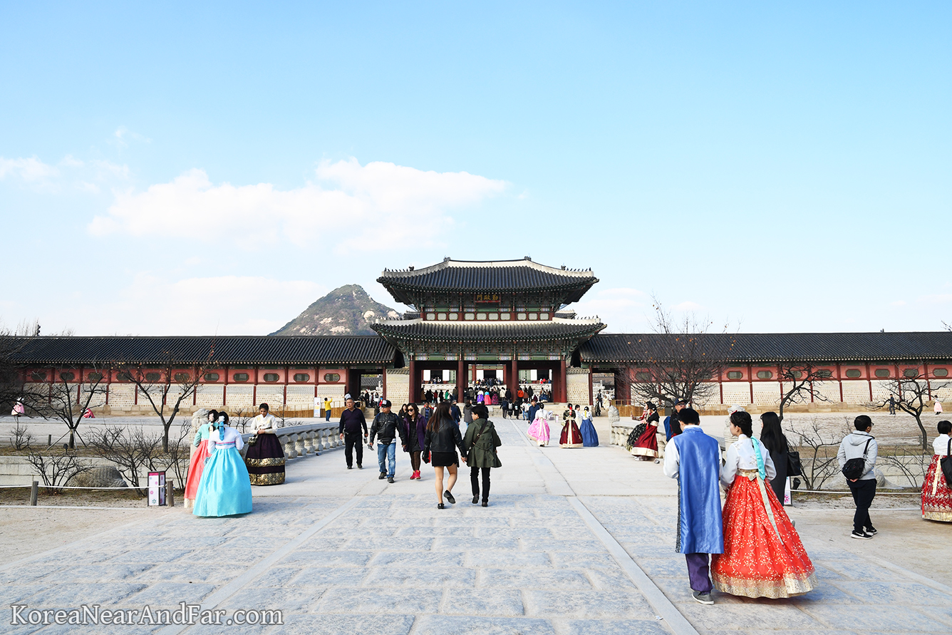 Geunjeongmun at Gyeongbokgung in Seoul South Korea