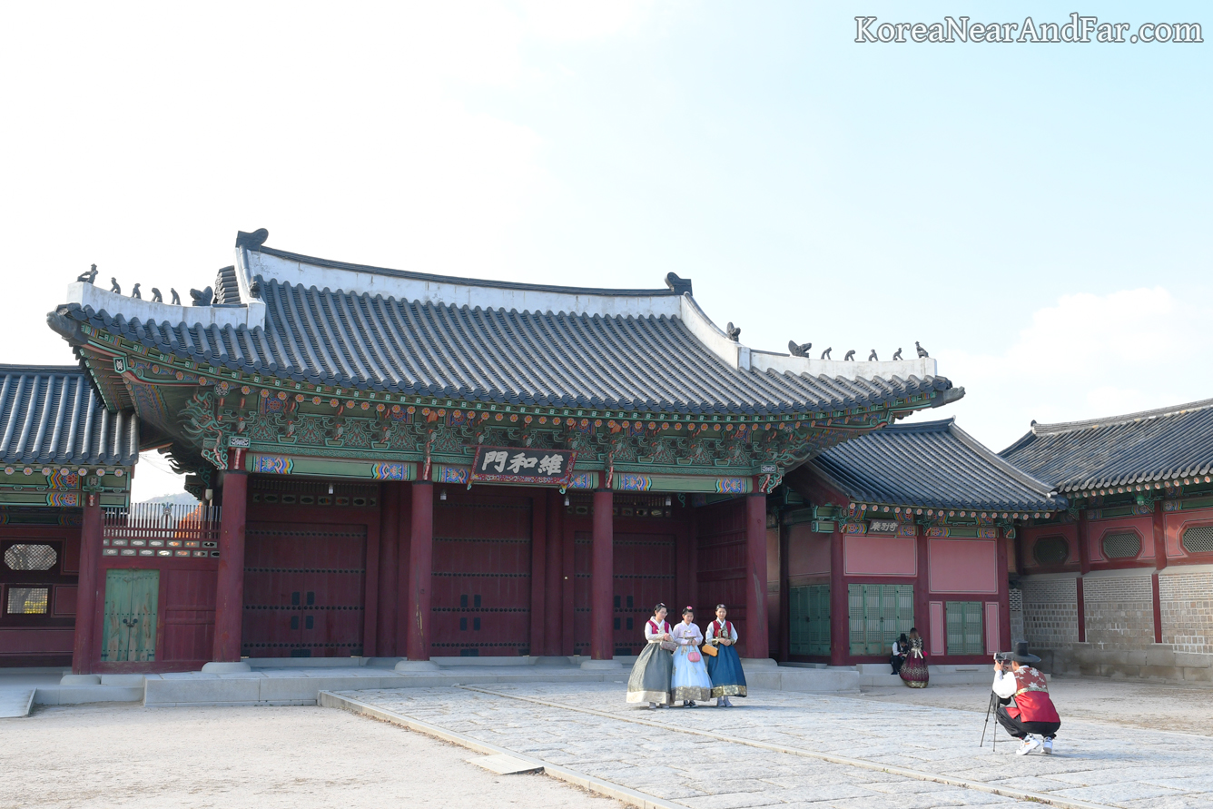 Yuhwamun at Gyeongbokgung, Seoul South Korea