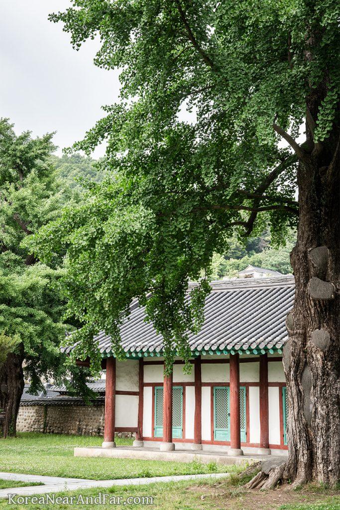 Dongmu and Seomu at Jeonju Hyanggyo, Jeonju, South Korea